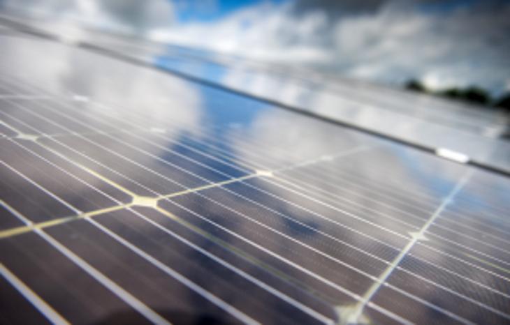 496134-Panneaux-photovoltaiques-v2_730x466_acf_cropped